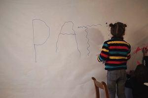 Alfabet ratunkowy Peadara i Lilly. W Polsce potrzeba wiele cierpliwości