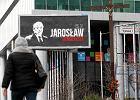 """""""Jaros�aw genderysta"""", """"Antoni niez�y agent"""". Kto� uderza w PiS billboardami"""