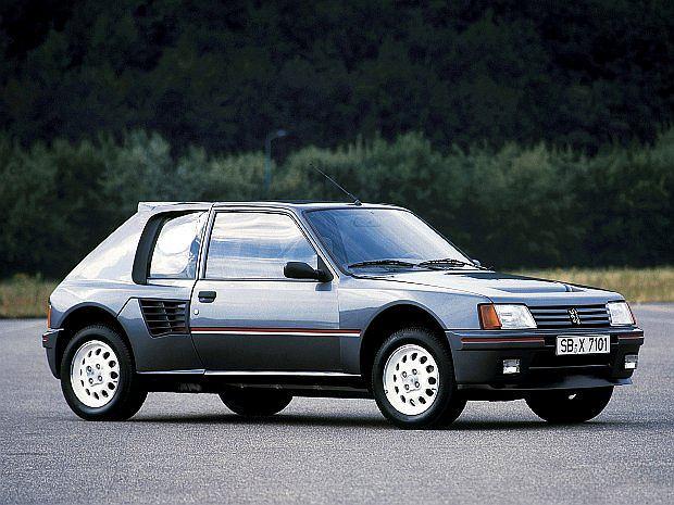 Wyprodukowana w kilkuset egzemplarzach wersja Turbo 16 (T16)była homologacyjnym modelem dla aut rajdowych