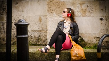 Miłośnicy głośnych dźwięków są często zrelaksowani, radośni, pozytywnie nastawieni do świata.