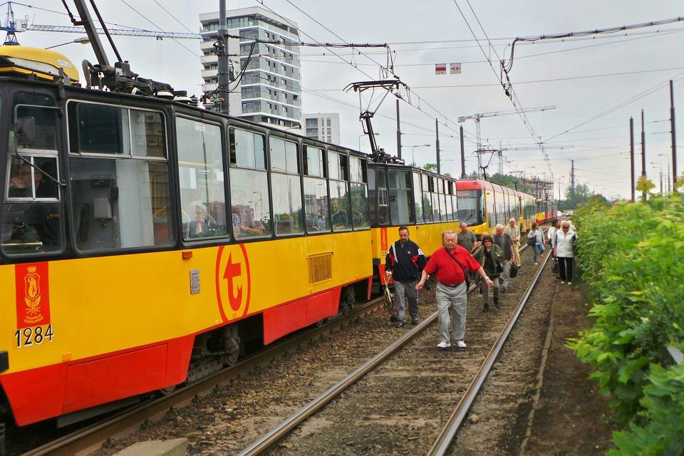 Ostre hamowanie tramwaju przy Arkadii