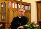 Biskup, kt�ry si� nie boi uchod�c�w [WYWIAD]