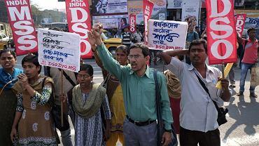 W Indiach nadal trwa fala gwałtów, często na dziewczynkach. Protesty odbywają się niemal codziennie. Na zdjęciu: protest po brutalnym gwałcie na dwudziestolatce w Delhi