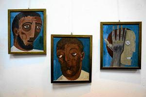 Latami nie ujawniał, że maluje obrazy. Teraz ma wystawę