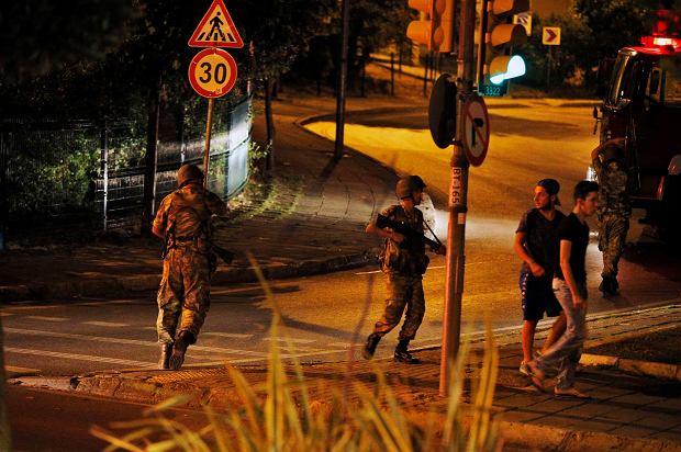 Zamach stanu w Turcji. Wojsko mówi, że przejęło kontrolę nad krajem