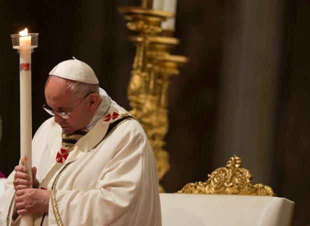"""Franciszek podczas mszy Wigilii Paschalnej nawo�uje do odnowienia wiary. """"Wszystko zdawa�o si� sko�czone"""""""
