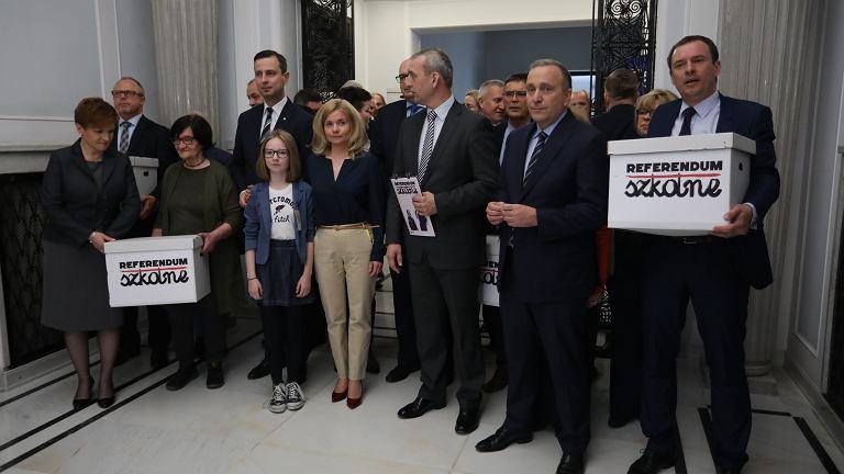 Konferencja ws. podpisów zebranych pod wnioskiem o przeprowadzenie ogólnokrajowego referendum w sprawie reformy edukacji