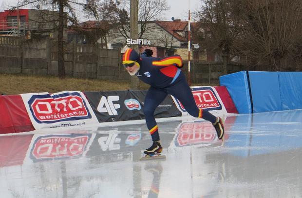 Roman Konera zimą jeździ na panczenach, a latem na szybkich rolkach