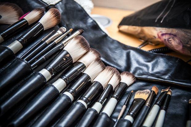Pędzle do makijażu należy myć regularnie i dokładnie, dzięki czemu będą nam służyć, a nie szkodzić