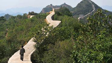 Najgorsza renowacja w historii? Te zdj�cia Wielkiego Muru wywo�a�y w�ciek�o�� Chi�czyk�w