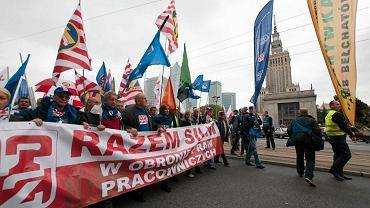 Dzi� marsz gwia�dzisty OPZZ w Warszawie. Ogromne utrudnienia w ruchu