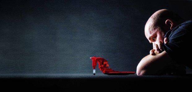 Janusz Kaniewski i jego projekt futurystycznej szpilki z klock�w LEGO