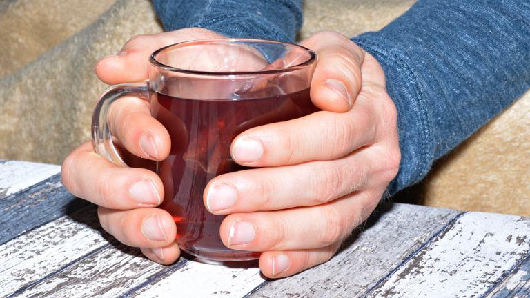 Picie bardzo gorącej herbaty i innych napojów zwiększa ryzyko zachorowania na raka przełyku