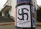 Teatr nie propaguje faszyzmu. Prokuratura zostawi�a w spokoju plakat