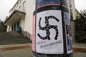 Teatr nie propaguje faszyzmu. Prokuratura zostawiła w spokoju plakat