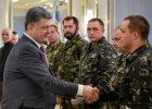Petro Poroszenko wita się z żołnierzami 51. samodzielnej brygady zmechanizowanej ukraińskiej armii