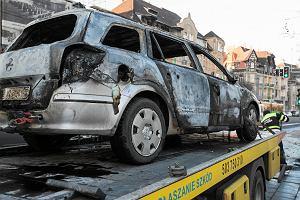 W centrum Poznania spłonął samochód. Właścicielka uciekła