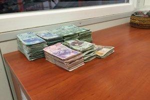 Poduszka wypchana pieni�dzmi trafi�a do sortowni �mieci