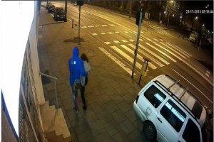 O 3:18 monitoring nagra� zaginion� Ew� Tylman. Sz�a ulic� obj�ta przez m�czyzn�