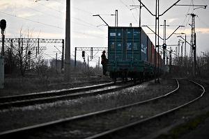 """Przez Polsk� przejecha� poci�g z niebezpiecznym �adunkiem. PKP: """"Decyzj� sp�ki nie udzielamy informacji"""""""