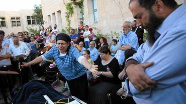 W październiku 2015 r. w Izraelu zaczęła się nowa fala przemocy. W atakach zginęło już 34 Izraelczyków i dwóch obywateli USA. Śmierć poniosło też co najmniej 214 Palestyńczyków. Na zdjęciu ceremonia pogrzebowa zasztyletowanej przez Palestyńczyka 13-letniej izraelskiej dziewczynki, 30 czerwca 2016
