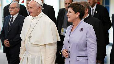 Papież Franciszek i premier  Beata Szydło podczas wizyty w szpitalu w Prokocimiu