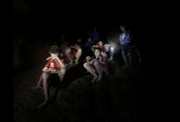 Zdjęcie numer 3 w galerii - Sukces akcji ratunkowej w Tajlandii wisiał na włosku. Tuż po niej doszło do poważnej awarii