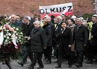 Prezes Kaczyński na mszy, pod Wawelem gorąco. 7. rocznica pogrzebu pary prezydenckiej