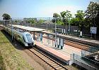 Lotnisko w Modlinie. Pociągi z Warszawy dojeżdżają tylko do stacji Modlin. W planach jest bezpośrednie połączenie z lotniskiem