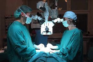 """Podczas operacji lekarz musia� przyszy� skalp. """"Zapyta�am tylko, czy mam twarz"""""""