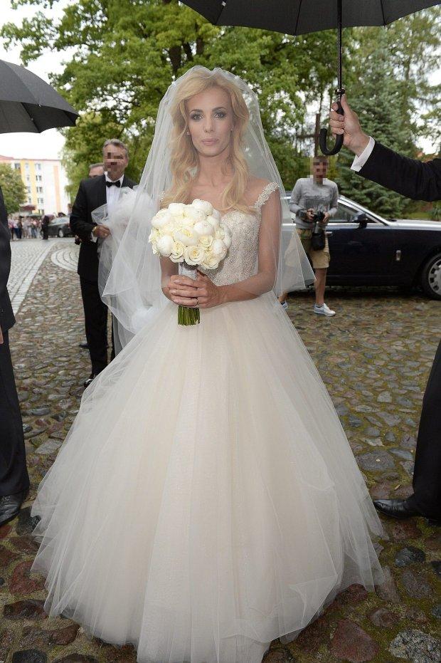 666e120713 Janachowska suknię ślubną kupiła w Dubaju  Poszło błyskawicznie. Mają tam  opracowany specjalny system - zdjęcie nr 4