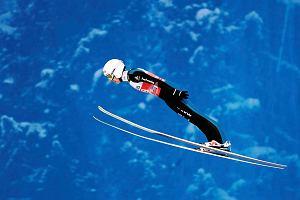 TCS. Jak co osiem lat... Simon Ammann znów zaskoczył świat skoków. Nowe buty wywołały poruszenie