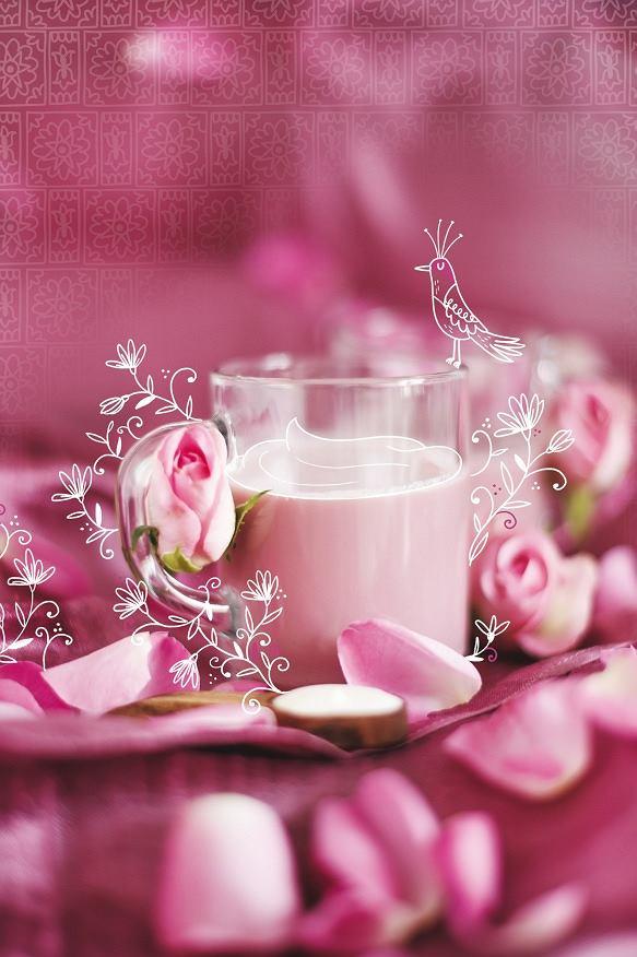 Różowa herbata z mlekiem qaymaq chai