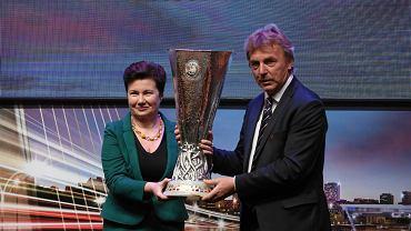 Puchar za wygranie Ligi Europy odebrała we wtorek prezydent Warszawy Hanna Gronkiewicz-Waltz