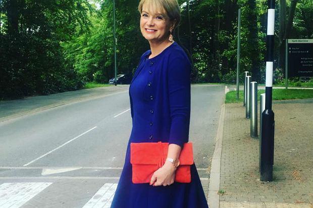 cbebb4654f Sukienki na komunię wnuków  modne propozycje dla babci