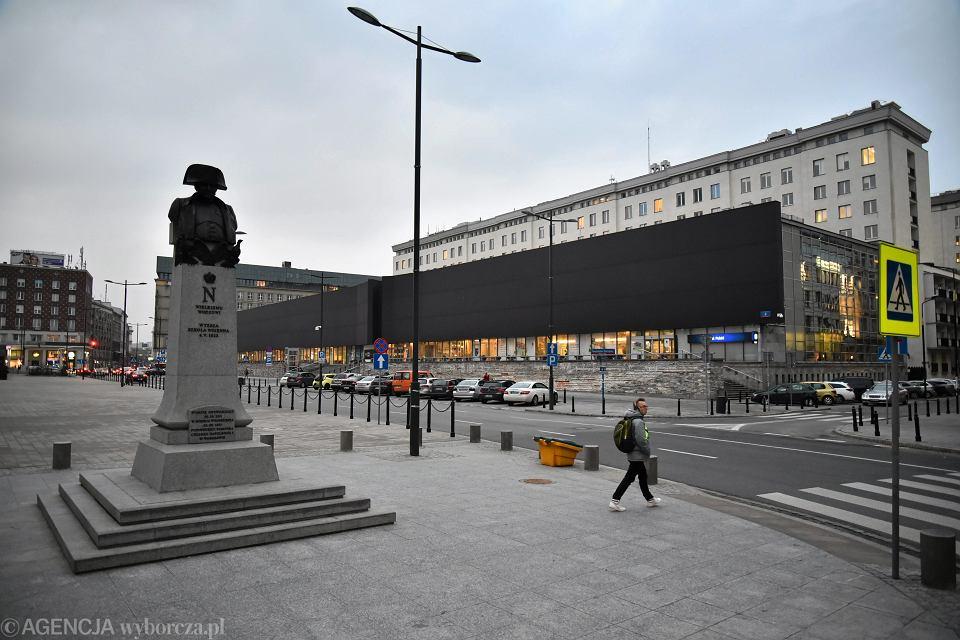 Budynek NBP na pl. Powstańców Warszawy. Warszawa, 7 marca 2017