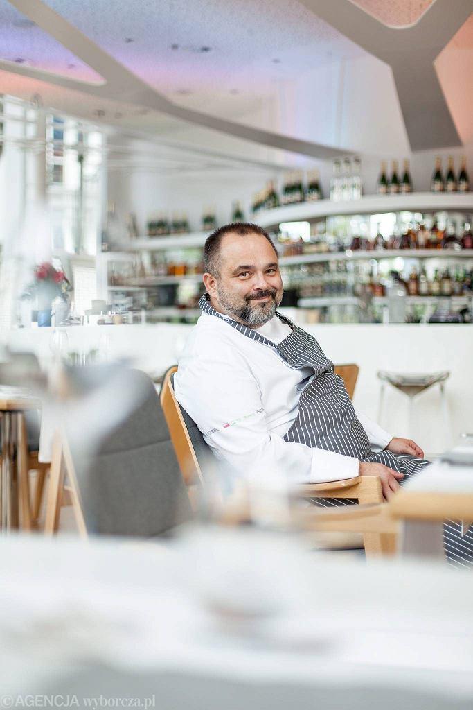 Artur Grajber, szef restauracji Genesis na placu Europejskim  / DAWID ŻUCHOWICZ