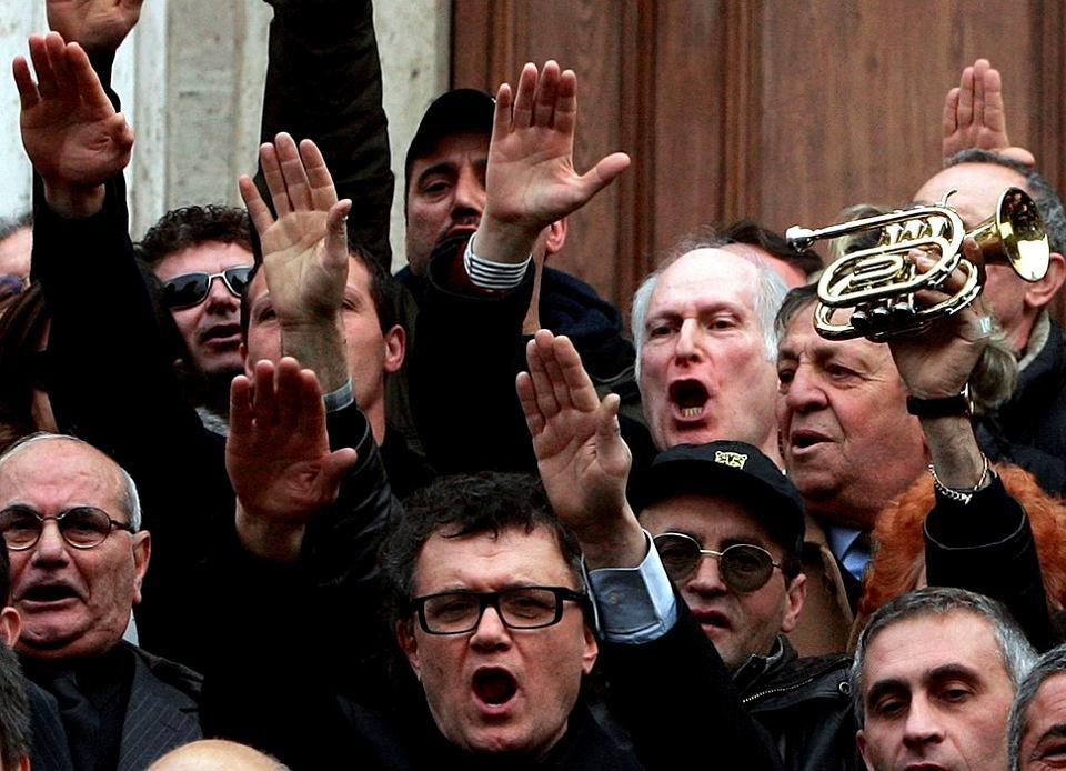 Pogrzeb Romano Mussoliniego, muzyka jazzowego i malarza, syna Benito Mussoliniego. Rzym, 4 lutego 2006 r.
