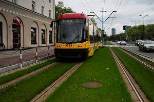 http://bi.gazeta.pl/im/02/61/d3/z13852930M,Niskopodlogowa-pietnastka-na-trawiastym-torowisku-.jpg