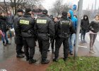"""Ewa Tylman nie �yje - podaje policja. Zatrzymano koleg�, z kt�rym wraca�a. Trwa wizja lokalna nad Wart�. Mieszka�cy krzycz� """"�mier� za �mier�""""."""