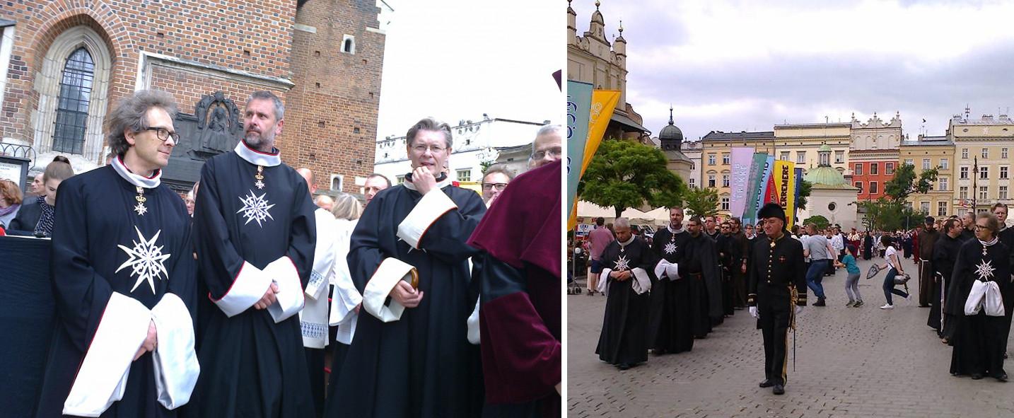 Członkowie Zakonu Kawalerów Maltańskich podczas procesji Bożego Ciała na Wawelu (fot. materiały prasowe / zakonmaltanski.pl)