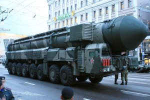 Putin si� zbroi. Zwi�kszy� liczb� broni j�drowej przy granicy z NATO