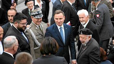 Andrzej Duda podczas uroczystości z okazji 71. rocznicy wybuchu Powstania Warszawskiego na pl. Krasińskich