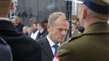 Donald Tusk przy grobie Nieznanego Żołnierza w Warszawie 11 listopada
