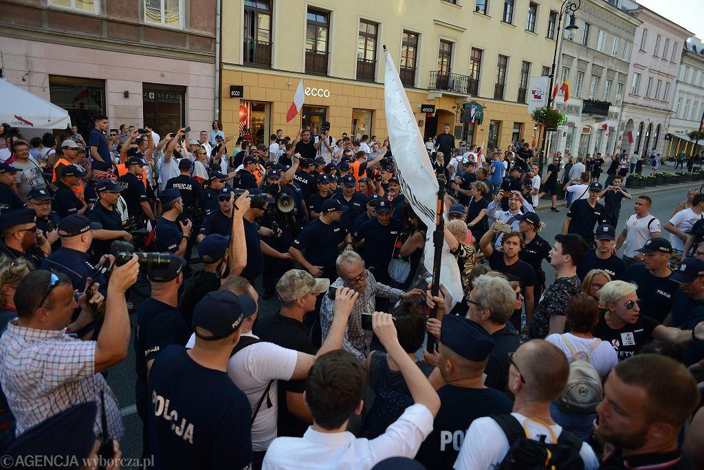 Marsz ONR podczas obchodów 74. rocznicy wybuchu Powstania Warszawskiego