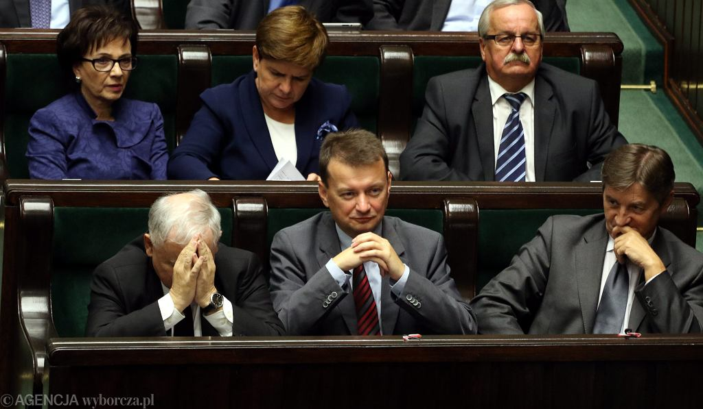 Minister spraw wewnętrznych w rządzie PiS Mariusz Błaszczak w sejmowych ławach. Warszawa, 25 września 2015