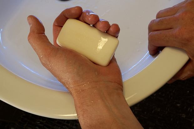 Używanie 'mocnych' antybakteryjnych mydeł może przynieść więcej szkody niż pożytku