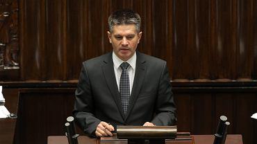 24.09.2014, ówczesny wiceminister finansów i szef służby celnej Jacek Kapica w Sejmie podczas debaty o grach hazardowych.