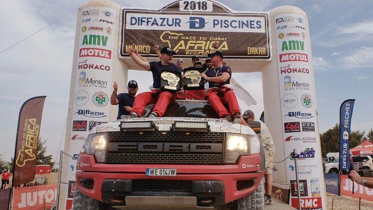 Robert Szustkowski i Jarosław Kazberuk z zespołu R-SIX TEAM odnieśli spektakularny sukces, wygrywając jubileuszową 10. edycję Rajdu Africa Eco Race na trasie z Monako do Dakaru w klasie T2