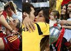 Casillas ca�uje Sar�, Torres przytula swoje dzieci. Hiszpanie �wi�tuj� na boisku z rodzinami